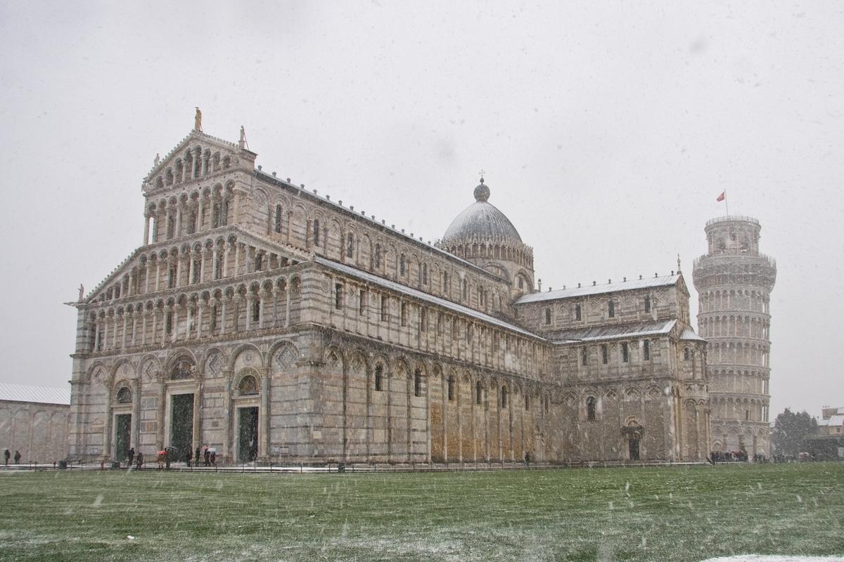 pisa tuscany piazza dei miracoli